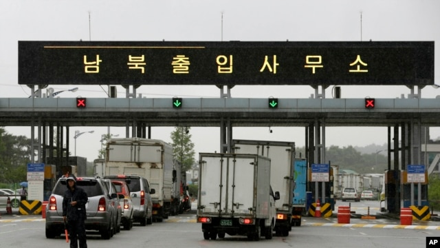 S. Korean vehicles leave for South and North Korea's joint Kaesong Industrial Complex to bring back their finished goods and materials at the customs, immigration and quarantine office of the Inter-Korean Transit Office near the border village of Panmunjom, July 15, 2013.