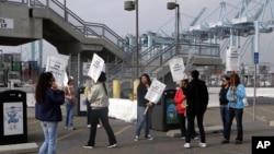 Những người biểu tình tại cảng Los Angeles, California, 28/11/2012