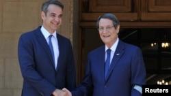 Rum lider Nicos Anastasiades ve Yunanistan Başbakanı Kiriakos Miçotakis