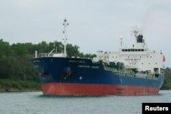 Kapal tanker kimia 'Hankuk Chemi' yang secara resmi disebut Chemtrans Mabuhay di St. Catharines, Ontario, Kanada 24 Juli 2011. (Foto: Paul Beesley / via REUTERS)