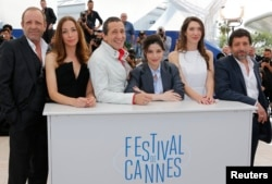 "(L-R) Cast members Christian Gregori, Jessica Erickson, Richard Chevallier, Heloise Godet, Zoe Bruneau and Kamel Abdelli pose during a photocall for the film ""Adieu au langage"" (Goodbye to Language) in competition at the 67th Cannes Film Festival in Cannes, May 21, 2014."