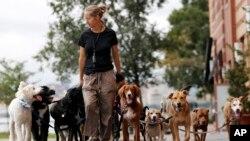 Kathleen Chirico je šetač pasa u Hobokenu u New Jerseyju.