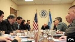 El canciller de El Salvador, Hugo Martínez se reunió con la secretaria Janet Napolitano por el TPS.