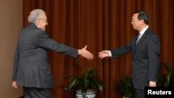 Đặc sứ của Liên Hiệp Quốc và Liên đoàn Ả Rập về Syria Lakhdar Brahimi gặp Ngoại trưởng Trung Quốc Dương Khiết Trì tại Bắc Kinh