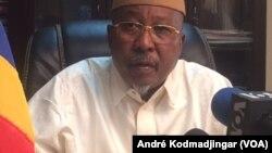 Ahmat Mahamat Bachir, ministre de la Sécurité publique, à N'Djamena, Tchad, le 6 février 2018. (VOA/André Kodmadjingar)