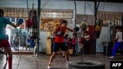 Venezuela tiene larga tradición boxística, con un campeón olímpico -Francisco 'Morochito' Rodríguez en 1968- y numerosos campeones mundiales, pero hay brechas entre hombres y mujeres.