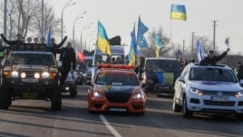 European integration supporters head to a rally near the residence of Ukraine's President Viktor Yanukovych, outside Kyiv, Dec. 29, 2013.