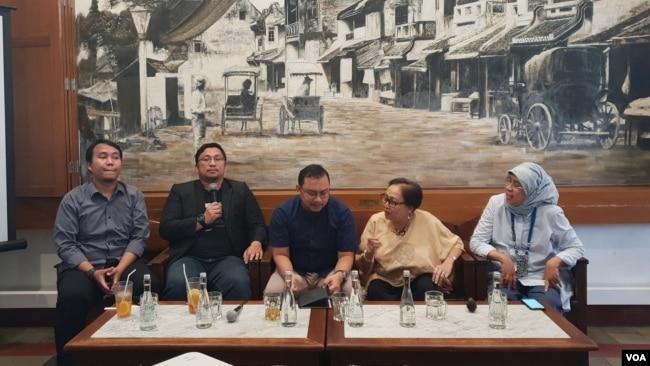 "Para narasumber dalam acara diskusi ""Keterwakilan Perempuan pada Pimpinan dan Alat Kelengkapan MPR, DPR, DPD dan DPRD"" di Jakarta, Minggu (8/9) (Foto: VOA/Ghita)."