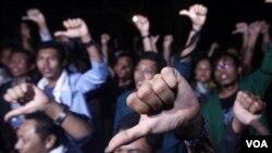 Sekumpulan aktivis anti-korupsi di tanah air dalam sebuah aksi protes mereka (foto: dok).