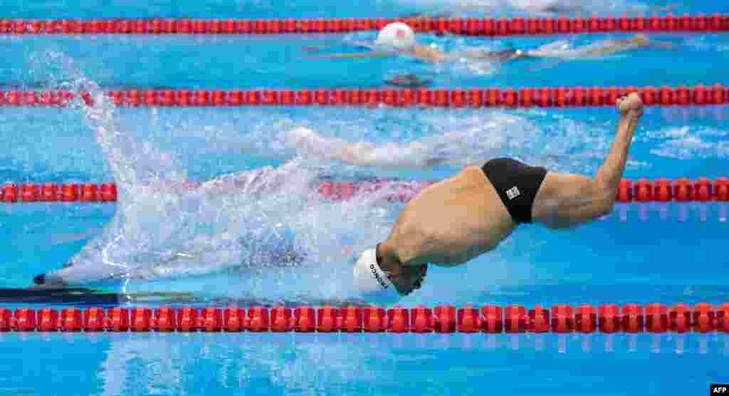 កីឡាករពិការលោក Cristopher Tonco នៃប្រទេសម៉ិចស៊ិក ហក់ចូលទឹកនៅអំឡុងពេលការប្រកួតហែលទឹករយៈចម្ងាយ ៥០ ម៉ែត្រ នៅកីឡាដ្ឋាន Olympic Aquatics អំឡុងពេលកីឡាអូឡាំពិកសម្រាប់ជនពិការនៅក្រុង Rio de Janeiro ប្រទេសប្រេស៊ីល កាលពីថ្ងៃទី១៤ ខែកញ្ញា ឆ្នាំ២០១៦។