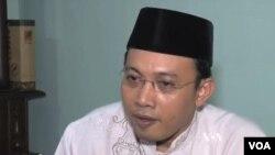 Ông Arif Zamhari, giám đốc chương trình do nhà nước tài trợ, nói những học giả mới được huấn luyện về tôn giáo sẽ được phái tới nói chuyện tại các đền thờ Hồi Giáo trên toàn quốc.