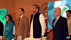 នាយករដ្ឋមន្រ្តីប៉ាគីស្ថាន Shahid Khaqan Abbasi ចូលរួមក្នុងវេទិកាវេទិកាប្រឆាំងភេរវកម្មអន្តរជាតិនៅទីក្រុងអ៊ីស្លាម៉ាបាដប្រទេសប៉ាគីស្ថានកាលពីថ្ងៃទី ០៥ មេសា ២០១៨។