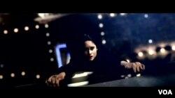 Cinta Laura dalam salah satu adegan film 'The Philosophers' yang diambil di depan layar hijau di Studio Universal di Los Angeles.
