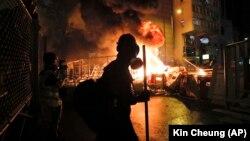 В Гонконзі 13-тий тиждень тривають протести. Протестувальники виступають проти свавілля поліції та за збереження демократичних правил Гонконгу