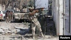 Pasukan Libya dalam pertempuran melawan militan ISIS di Benghazi bulan Juli lalu (foto: ilustrasi).