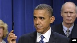 美國總統奧巴馬星期三說,他相信兩黨能達成協議,避開財政懸崖。(美聯社)