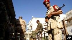 Pasukan keamanan Libya melakukan penjagaan di kota Benghazi (foto: dok). Inggris telah memerintahkan warganya untuk meninggalkan Benghazi.
