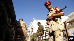 리비아 벵가지 보안을 위해 주둔한 정부군. (자료사진)