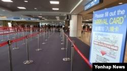 지난 3일 인천공항의 입국심사대가 텅 비어 있다. (자료사진)