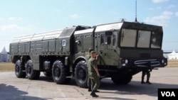 今年8月俄羅斯武器出口展上的伊斯康德爾式戰術導彈系統,俄羅斯已把這種先進導彈部署在俄中邊境地區。 (美國之音白樺拍攝)