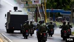 Las fuerzas policiales todavía no han conseguido tomar el control absoluto del penitenciario El Rodeo II, pese a la participación de 4.000 oficiales.