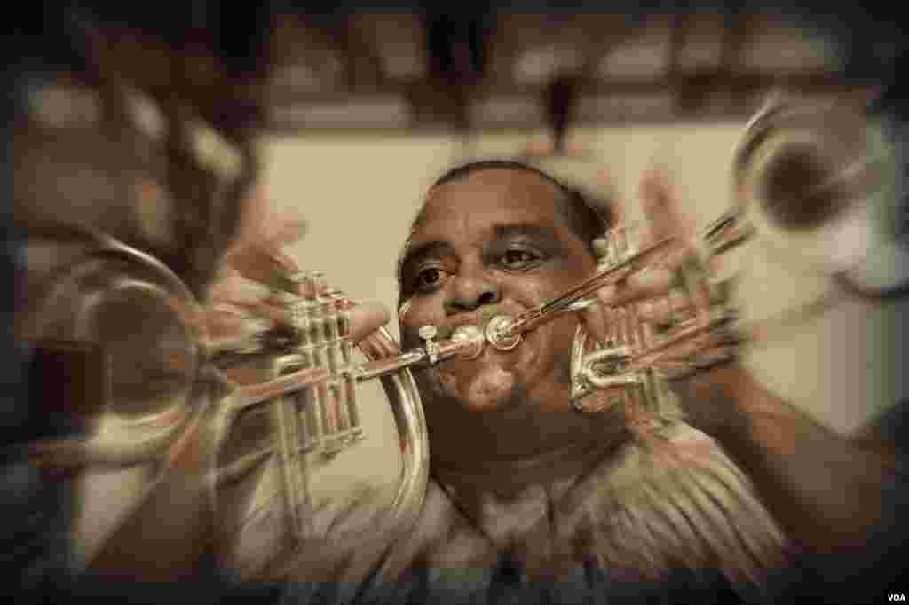 Сегодня он играет джаз (хедлайнер Dirty Dozen Brass Band)