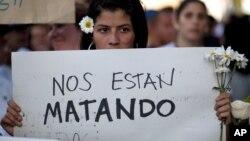 Al menos 21 personas, entre opositores y oficialistas, han perdido la vida en un sangriento mes en Venezuela.