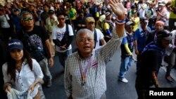 Pemimpin demonstran Suthep Thaugsuban dalam aksi protes anti pemerintah di Bangkok (foto: dok).