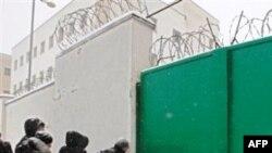 Перед білоруською в'язницею