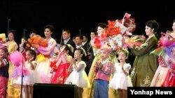 19일 북한에서 열린 `어머니날 경축 은하수음악회'.