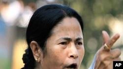 ممتا بینر جی مغربی بنگال کی پہلی خاتون وزیر اعلیٰ بن گئیں