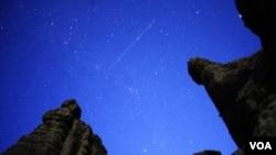 Cada mes de agosto, la trayectoria de la Tierra atraviesa la nube de deslumbrantes partículas.