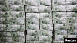 Tumpukan uang di Bank of Korea di Seoul (Foto: dok). Korea Selatan dan Jepang sepakat untuk mengurangi besarnya pengaturan pertukaran mata uang antar kedua negara akhir bulan ini.