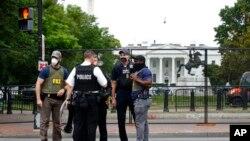 """د رپورټ اېدیټرې کرېسټن مېک کډن وویل سږ کال د معمول نه زیات مظاهرې شوي دي. """"خبریالانو دپاره احتجاجونه په غېر معمولي توګه خطرناک ځای وي."""""""