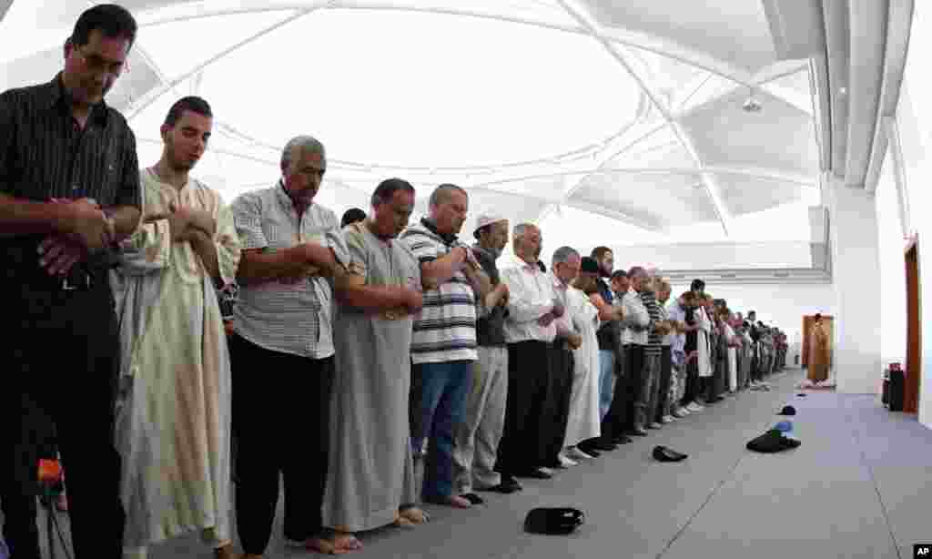 Muslims pray at Strasbourg's new Grand Mosque, August 1, 2011. The mosque, which opened on Monday, held its first prayers to mark the start of the Muslim holy month of Ramadan. Muslims around the world abstain from eating, drinking and conducting sexual r