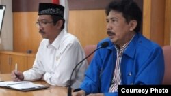 Rektor UIN Sunan Kalijaga Yogyakarta, Prof. Yudian Wahyudi (baju biru) (VOA/Nurhadi).