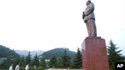 韶山访客赞扬毛泽东像