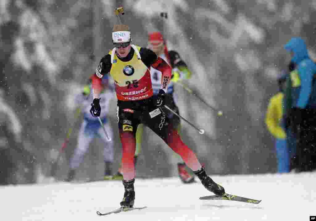 « جانس تینگنز بوئی» ورزشکار نروژی در مسابقه دو سالانه جام جهانی ده کیلومتری اسکی در آلمان.