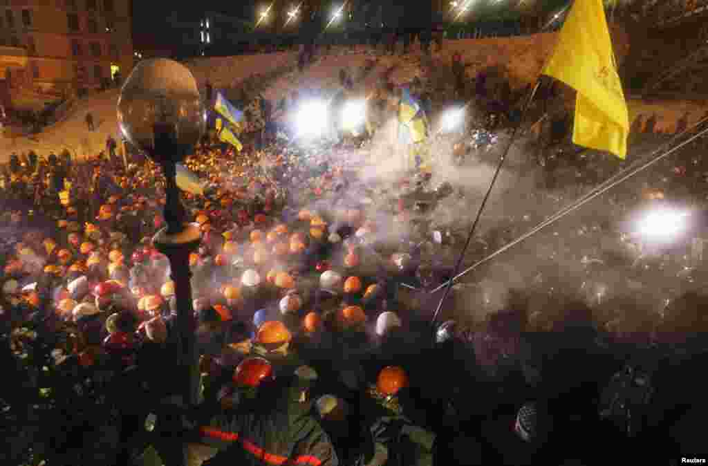 Pro-European integration protesters fight with riot police in Independence Square in Kyiv, Dec. 11, 2013.