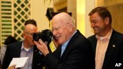 미국의 패트릭 리히 민주당 상원의원 등 쿠바 방문 의원들이 기자회견에서 양국간 국교 정상화에 대한 지지 입장을 밝히고 있다.