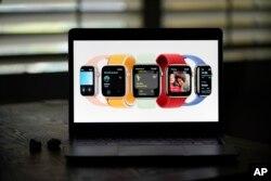 لانچ کے موقع پر ایپل واچ کے نئے ماڈلز کی بھی رونمائی کی گئی۔