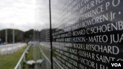 在南加州展出的越战纪念墙(美国之音国符拍摄)