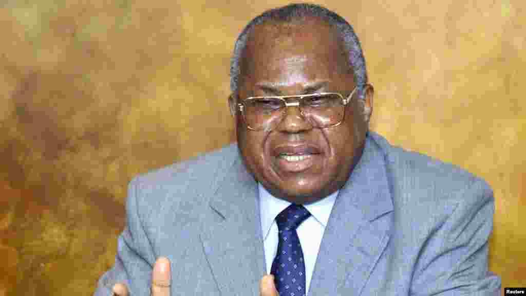Etienne Tshisekedi, l'ors une conférence de presse à Bruxelles le 19 avril 2001.