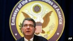 지난달 18일 주한 미 대사관에서 기자회견 중인 애쉬턴 카터 미 국방부 부장관. (자료사진)
