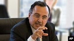 Menteri Luar Negeri Mesir yang baru, Nabil Fahmy mengatakan akan meninjau hubungan diplomatik dengan Suriah (foto: dok).