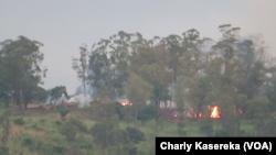 Le camp de Nyabitale incendié, le 5 Juin 2017. (VOA/Charly Kasereka)