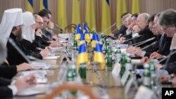 乌克兰各界人士举行圆桌会谈