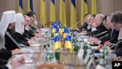 Sastanak političkih, vladinih, opozicionih i verskih lidera u Kijevu, 13. decembar