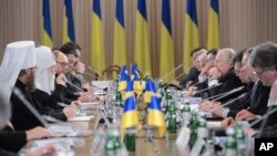 Ukraine political, government, opposition and religious leaders hold a round-table meeting in Kyiv, Ukraine, Dec. 13, 2013.