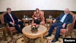 Từ trái: Ngoại trưởng Mỹ John Kerry, người đứng đầu chính sách đối ngoại của Liên hiệp Châu Âu Catherine Ashton và Ngoại trưởng Iran Javad Zarif tại Muscat, Oman, ngày 10/11/2014.